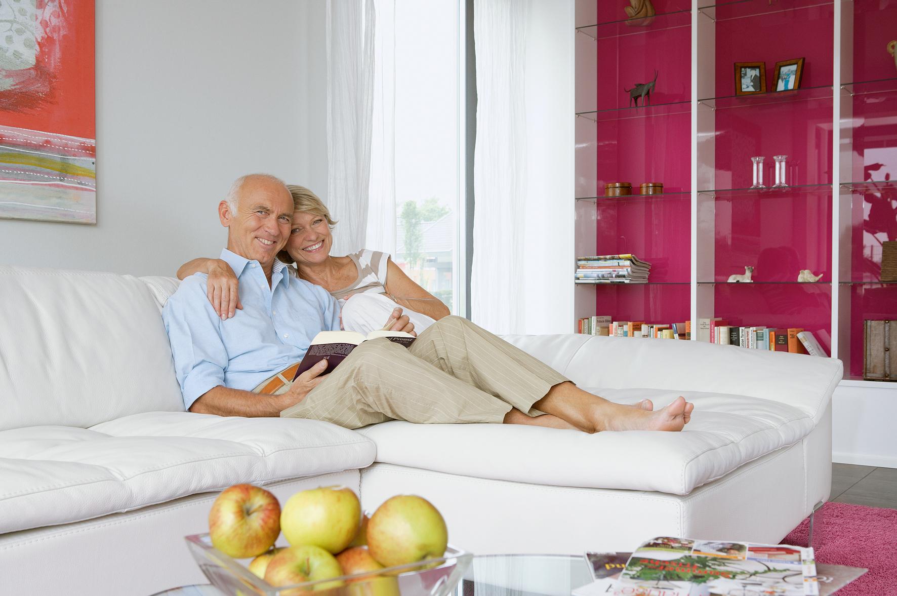 Damit man auch im Alter die eigenen vier Wände genießen kann, werden barrierearme Umbauten mit staatlichem Wohn-Riester gefördert.