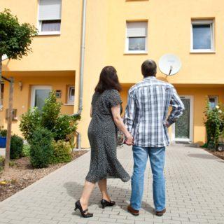 Betätigt sich ein Steuerzahler, der in einer Großstadt eine einzelne Wohnung jeweils kurzfristig an Feriengäste vermietet, damit schon gewerblich?