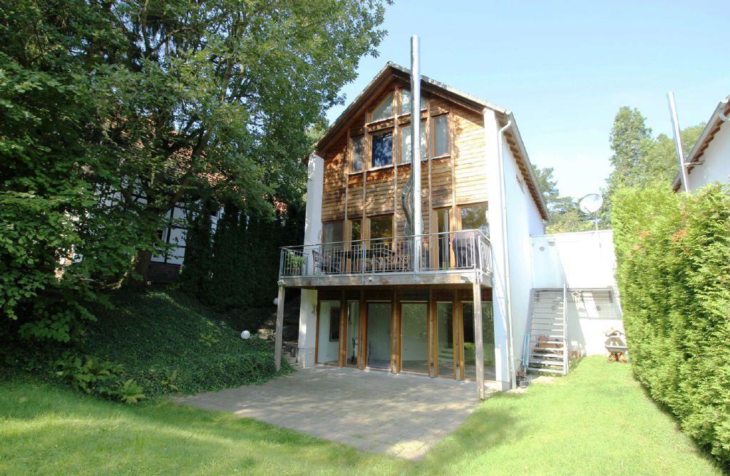 Schickes, freistehendes Einfamilienhaus mit Garage, Terrasse und Balkon auf einem ca. 393 m² großem Grundstück in beliebter Lage